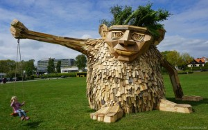 recycled-sculpture-troels-the-troll-930x584
