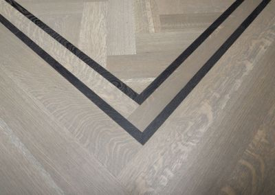 Rift & Quartersawn White Oak - Herringbone with Border